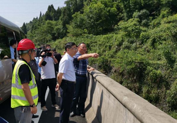涪陵区区委书记周少政视察梓白高速公路建设进展情况